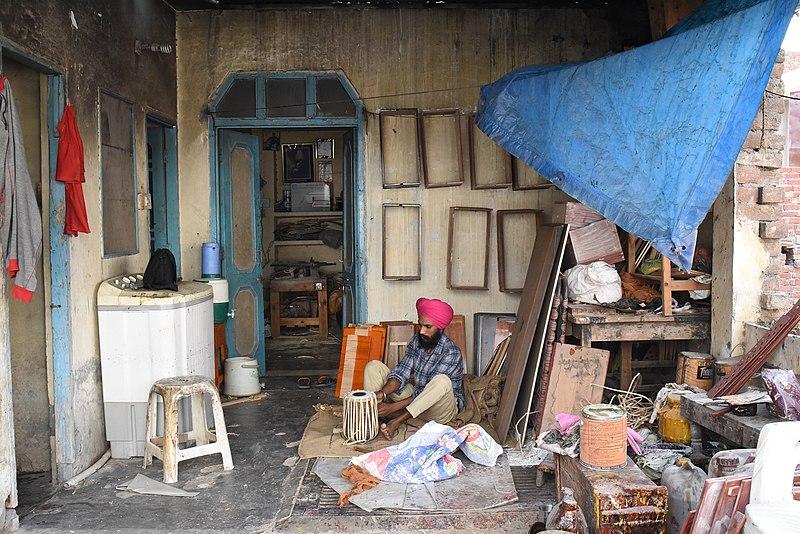 File:Craftsman making tabla.jpg