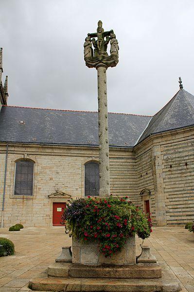 Croix de l'église Saint-Cyr