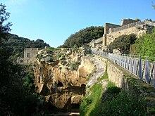 Resti dell'acropoli di Cumae