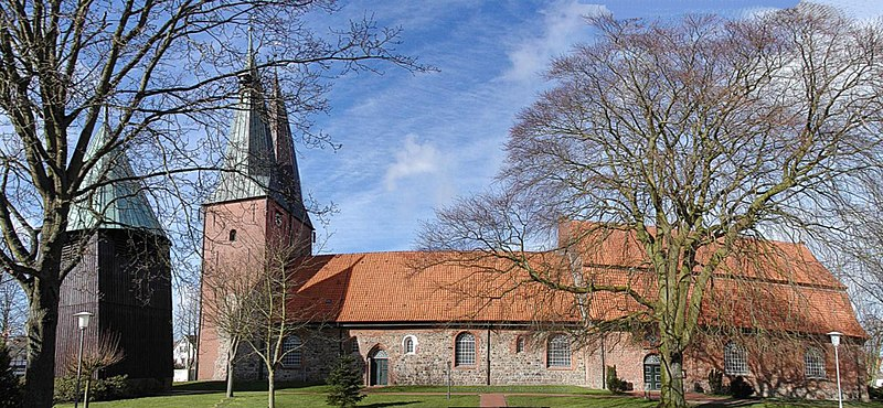 File:Cuxhaven Altenbruch Kirche Panorama 01(RaBoe).jpg