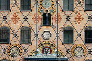Polychrome brickwork Use of bricks of different colours for decoration