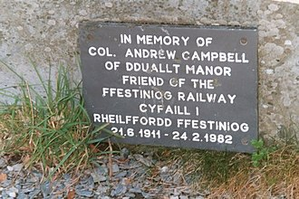 Dduallt railway station - The slate tablet dedicated to Colonel Campbell at Dduallt.