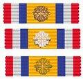 De drie batons van de Medaille van de Koninklijke Nederlandse Vereniging voor Luchtvaart.jpg
