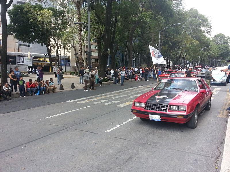 File:Desfile de Autos Clásicos en Reforma 15.jpg