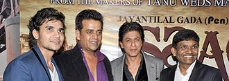 Pen India Limited - (L-R)Dhaval Gada, Ravi Kishan, Shahrukh Khan and Jayantilal Gada during the premiere of Issaq (2013).
