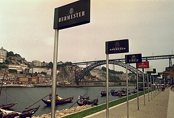 Dom Luis 1 bridge Porto Portugal.JPG