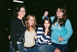 The Donnas im November 2004 – v.l.: Brett Anderson, Torry Castellano, Allison Robertson, Maya Ford