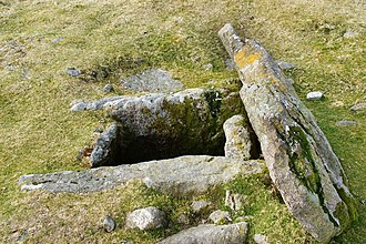Kistvaen - Kistvaen showing capstone and cist structure (Dartmoor in Drizzlecombe)