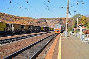 ED9M leaving Baranovsky Station in Primorsky region.jpg