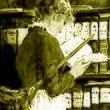 Edouard John Mentha Lesendes Dienstmädchen in einer Bibliothek (detail).jpg