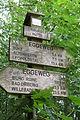 Eggeweg-Wegweiser Driburger Hütte.jpg