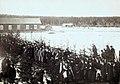 Elias Lönnrotin hautajaissaattue Sammatin koululta kirkolle 3.4.1884. Arkkua kantavat eri osakuntaien edustajat.jpg