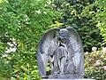 Enschede oosterbegraafplaats geknielde engel.jpg