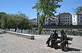Estátua de Fernando Lopes Graça e 'Mimi' Ferreira.jpg