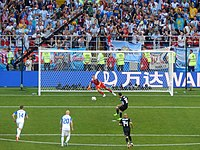 FWC 2018 - Group D - ARG v ISL - Messi penalty kick.jpg