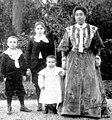 Femme et enfants de Loubet.jpg