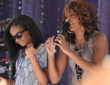 Flickr Whitney Houston performing on GMA 2009 5.jpg