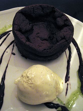 Flourless chocolate cake - Flourless chocolate cake with vanilla ice cream