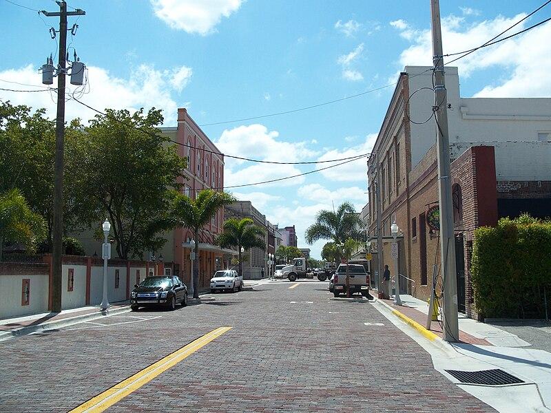 File:Fort Myers FL Downtown HD street02.jpg