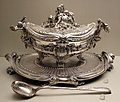 François-thomas germain, servito di re giuseppe I del portogallo, portavivande, parigi 1756-65, argento 01 mestolo di jacques ballin.jpg