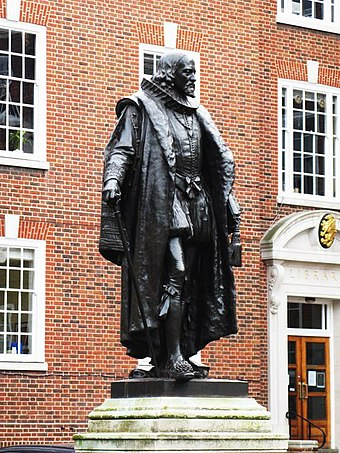 Francis Bacon's statue at Gray's Inn, South Square, London