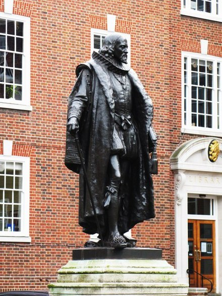 Bacon's statue at Gray's Inn, South Square, London Francis Bacon statue, Gray's Inn.jpg