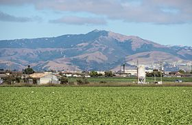 Fremont Peak (California) viewed from CA SR 1.jpg