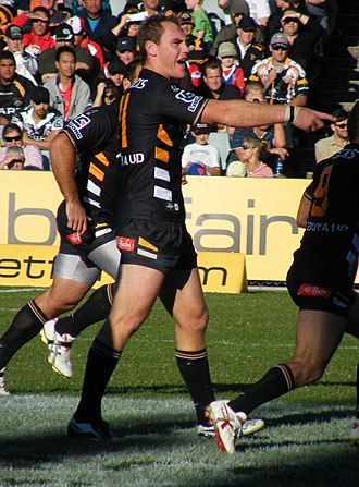 Gareth Ellis - Gareth Ellis playing for the Wests Tigers against the Newcastle Knights at Campbelltown Stadium