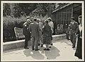 Gezelschap, geheel links staande Philips Christiaan Visser, Bestanddeelnr 17 45.jpg
