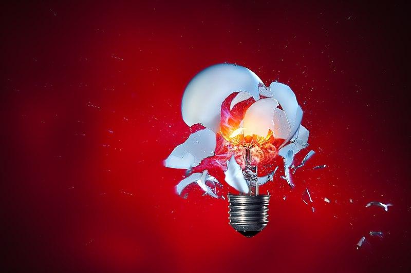 File:Glühlampe explodiert.jpg