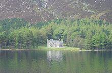 Widow's Cottage sur les rives du Loch Muick