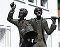 Glockendiebe Brunnenfiguren - panoramio.jpg