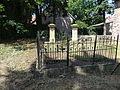 Grab mit Einfriedung in Wohlsborn.JPG