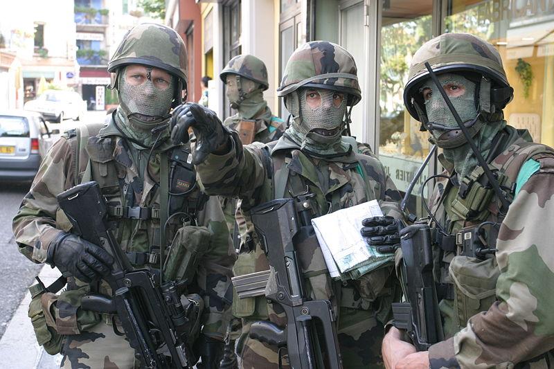 File:Groupe combat zurb.JPG