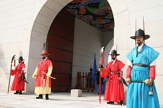 Gwanghwamun - Gwanghwamun royal guards in 2012