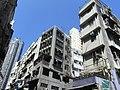 HK Central Saunton Street Tong Lau facade Oct-2012.JPG