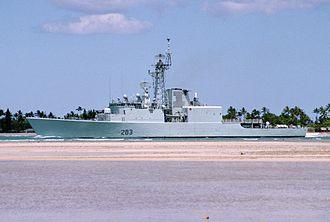 HMCS Algonquin (DDG 283) - Algonquin at Pearl Harbor in June 2000