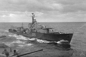 HMCS Algonquin (R17) - Image: HMCS Sioux AWM P05890.046
