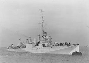 USS Evans (DD-78) - HMS Mansfield at a buoy on the Medway, August 1942