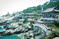 Haedong Yonggung Ttemple in Busan, South Korea.jpg