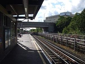 Hanger Lane tube station - Image: Hanger Lane stn westbound