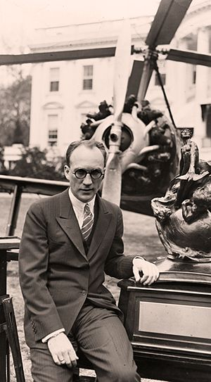 Harold Frederick Pitcairn - Pitcairn in 1930 with the Collier Trophy at the White House