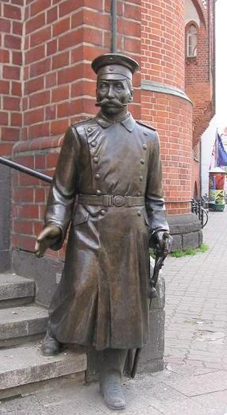 The Captain from Köpenick (1945 film) - A statue of Wilhelm Voigt as the Captain of Köpenick at Köpenick city hall