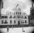 Het gebouw van de Surinaamse Bank in de Gravenstraat in Paramaribo, Bestanddeelnr 252-6064.jpg