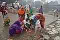 Hindu Devotees Preparing For Ganga Puja - Makar Sankranti Observance - Baje Kadamtala Ghat - Kolkata 2018-01-14 6667.JPG