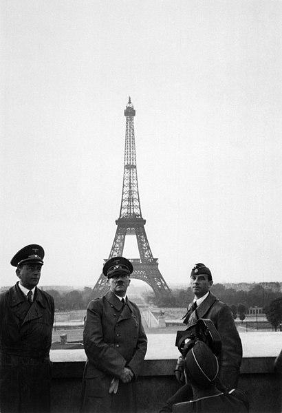File:Hitler in Paris, 23 June 1940.jpg - Wikimedia Commons
