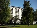 Hochhaus in der HICOG-Siedlung, 09.2011 - panoramio.jpg
