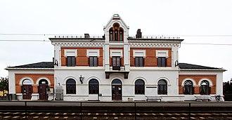 Buskerud - Image: Hokksund stasjon front