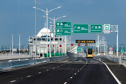 Hong Kong-Guangdong border on Hong Kong-Zhuhai-Macau Bridge (20190221090153).jpg
