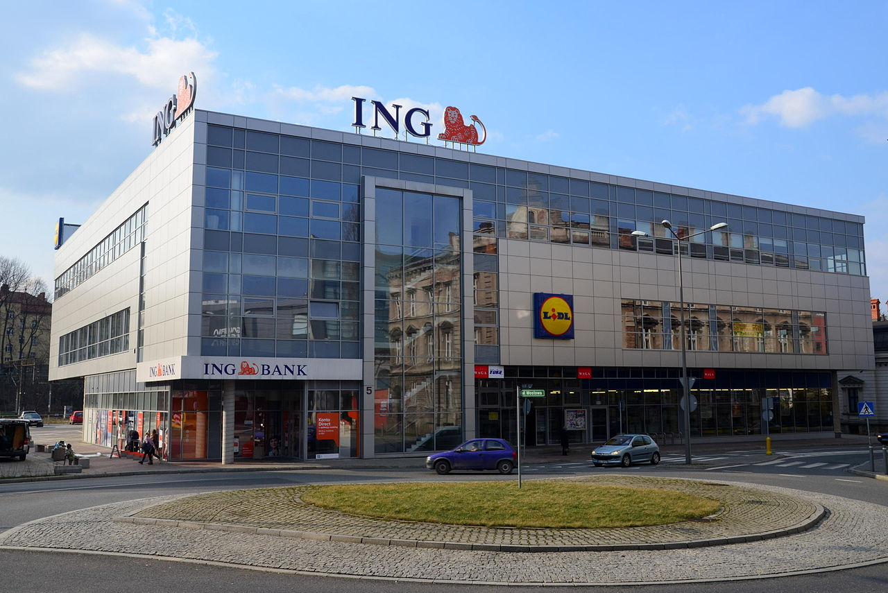File:ING Bank vs Lidl.JPG - Wikimedia Commons